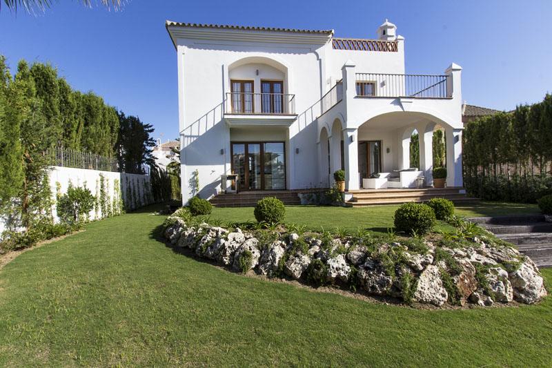 Villa for sale in La Resina Golf Estepona