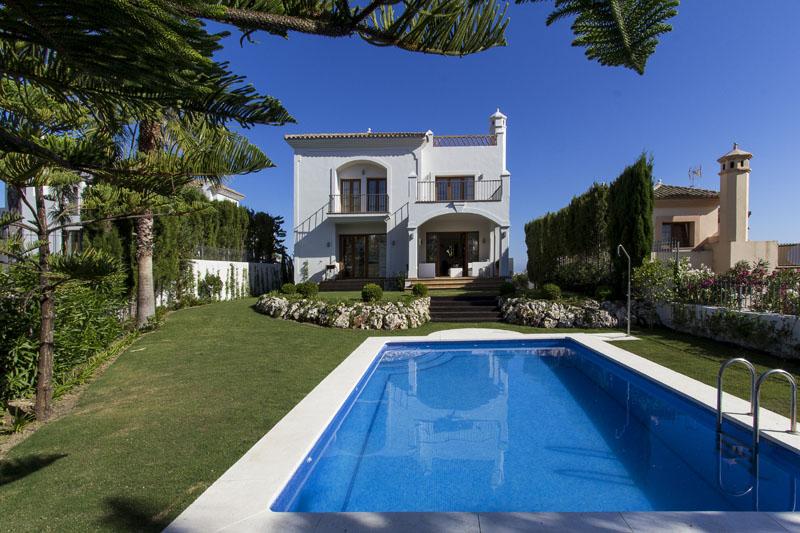 Golf villa for sale in Selwo, Estepona