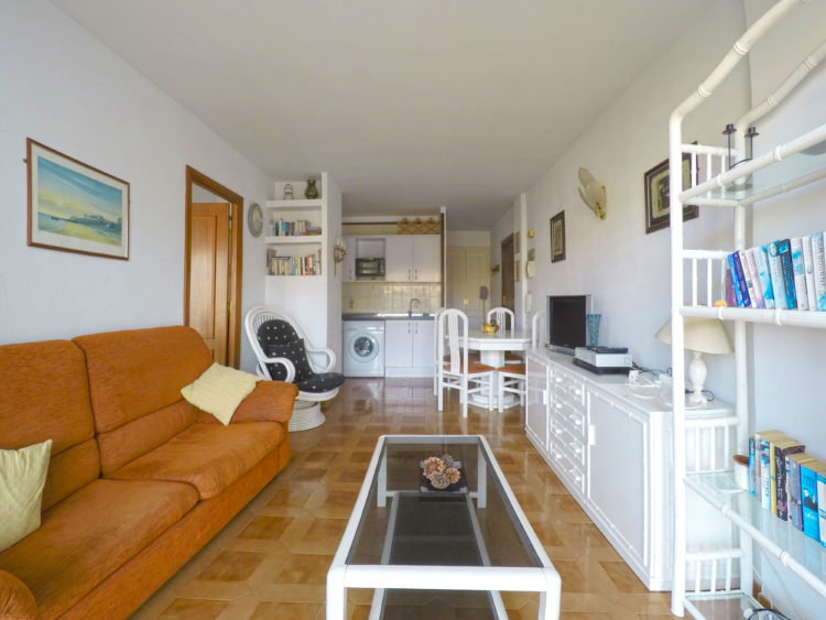 Bargain apartment for sale in Calahonda
