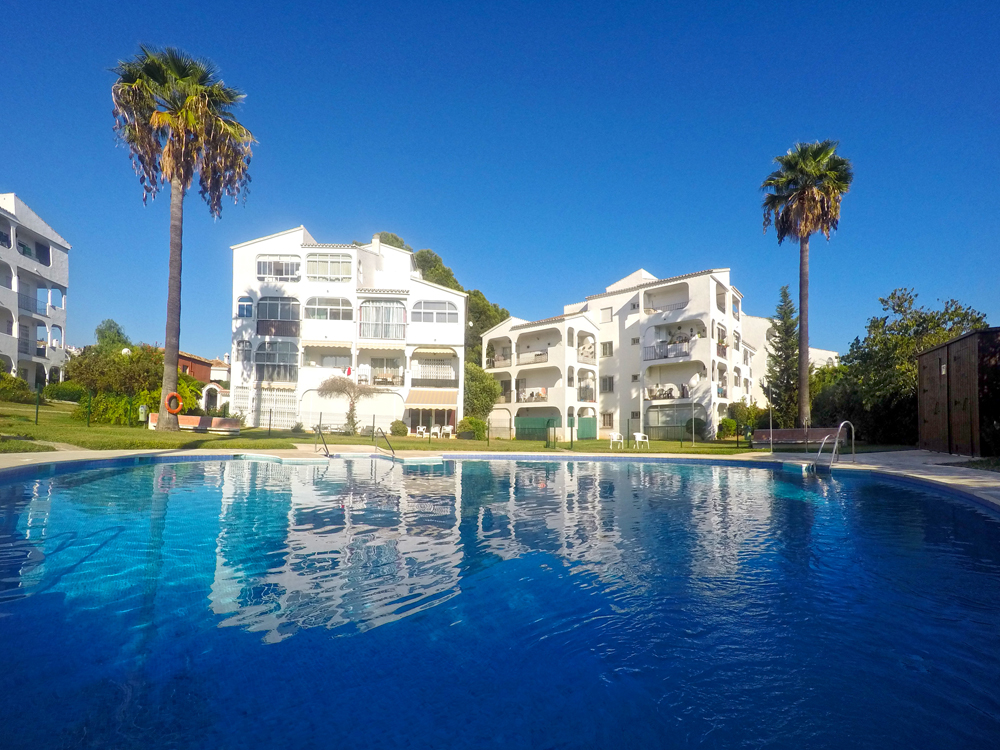 Apartment with pool for sale in Calahonda, Mijas Costa