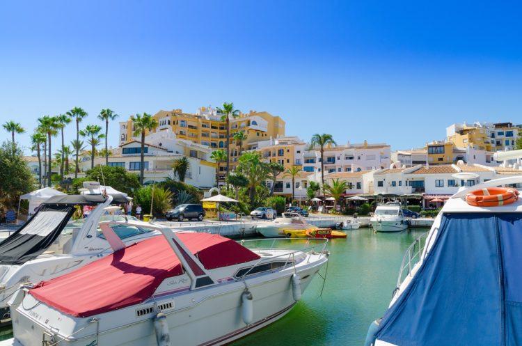 Villas for sale near Cabopino port