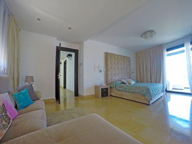 villa for sale in Nueva Andalucía Marbella