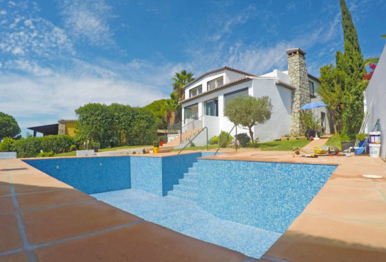 Luxury villa with pool for sale in Marbella