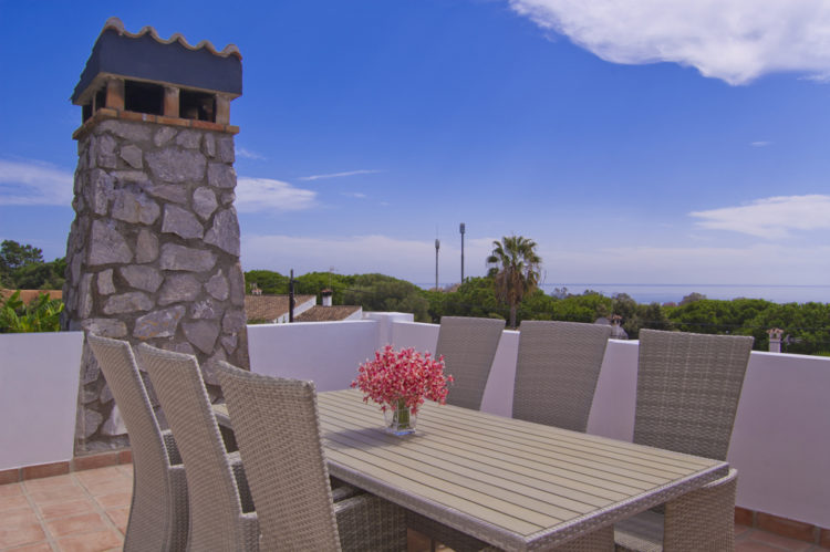 Sea view villa for sale in Cabopino