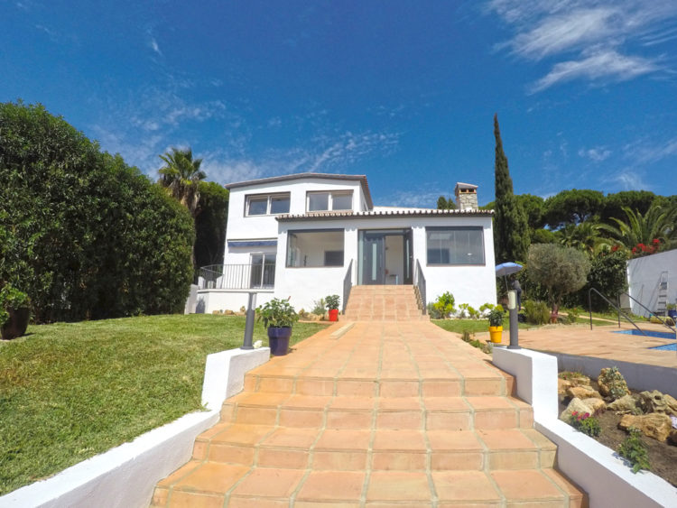 Villa with pool for sale in Marbella