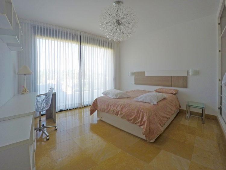 Nueva Andalucía villa for sale