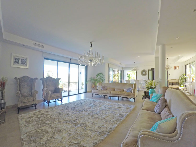 villa for sale in Marbella near Puerto Banus