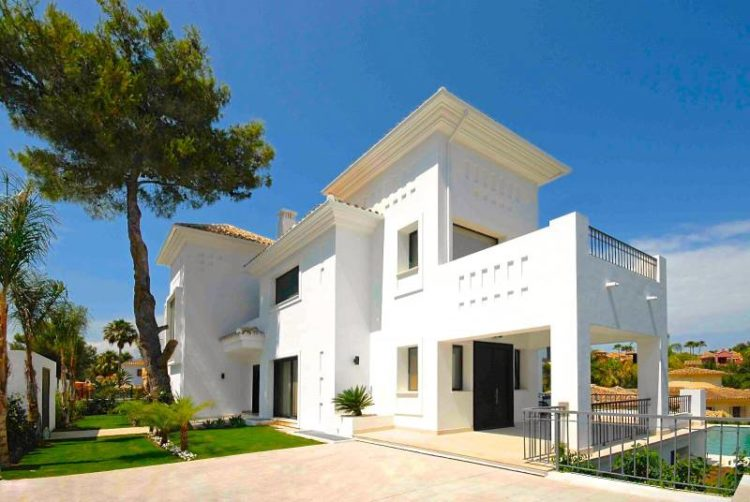 Contemporary Marbella villa for sale in Nueva Andalucía