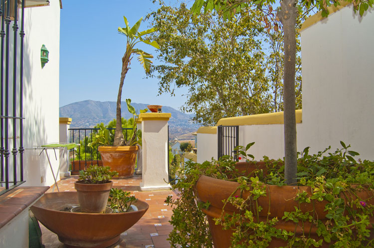 villa for sale with golf views costa del sol