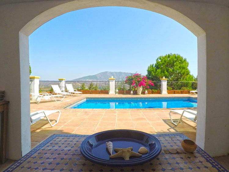 villa for sale with pool views la cala golf