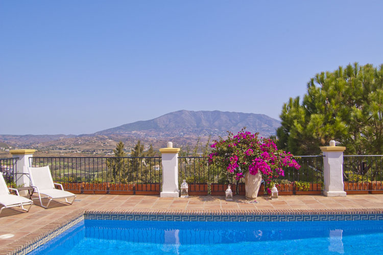 villa with pool for sale la cala golf