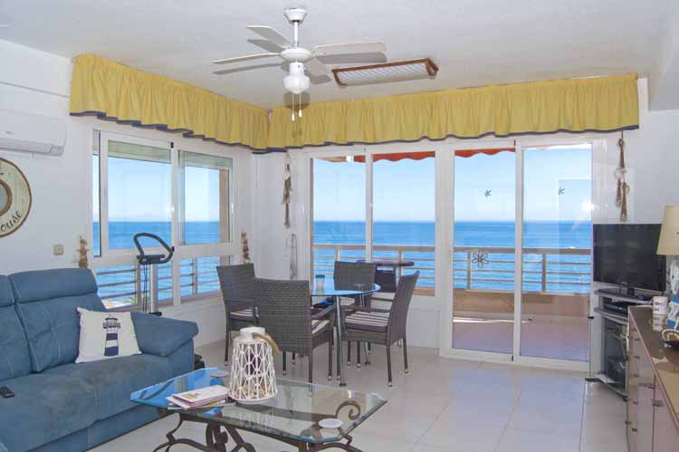 Sea view beachfront property for sale in Fuengirola