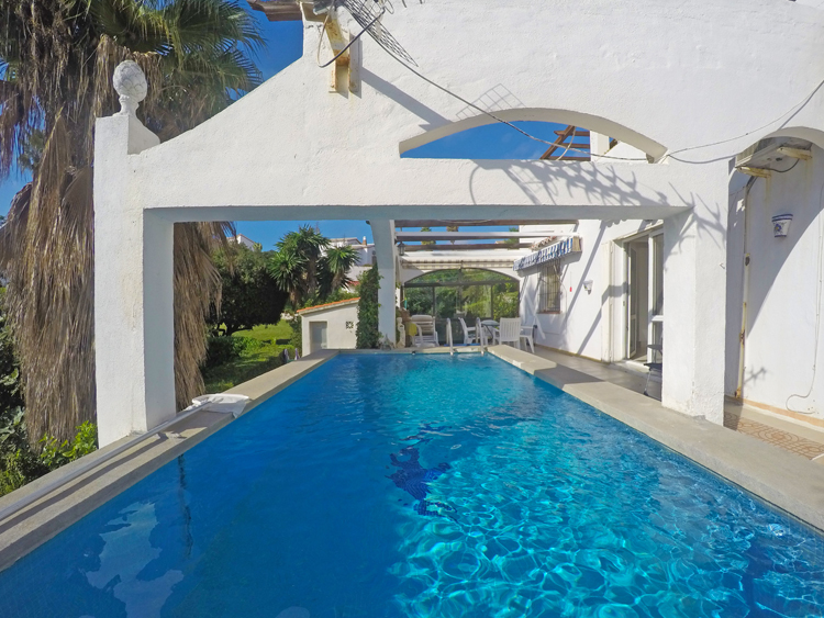 Villa with pool for sale in Mijas Costa, Spain