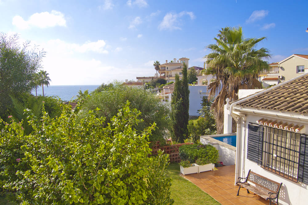 Sea view villa with pool for sale in Mijas Costa