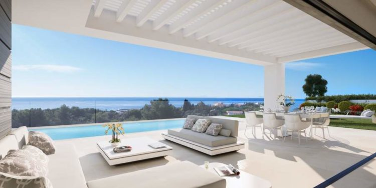 Sea view villa for sale in Cabopino, Marbella