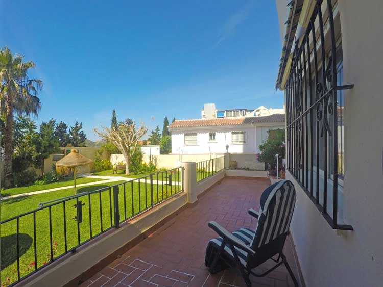 Spacious apartment with pool for sale in Fuengirola