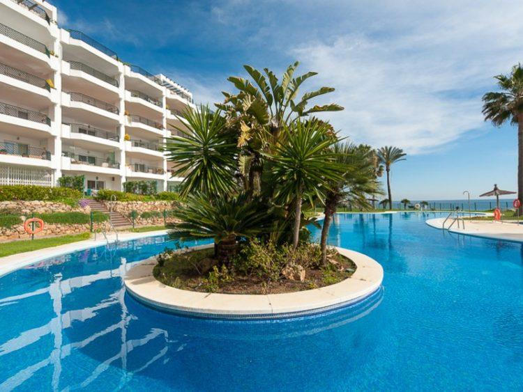 Beach view apartment for sale in Calahonda