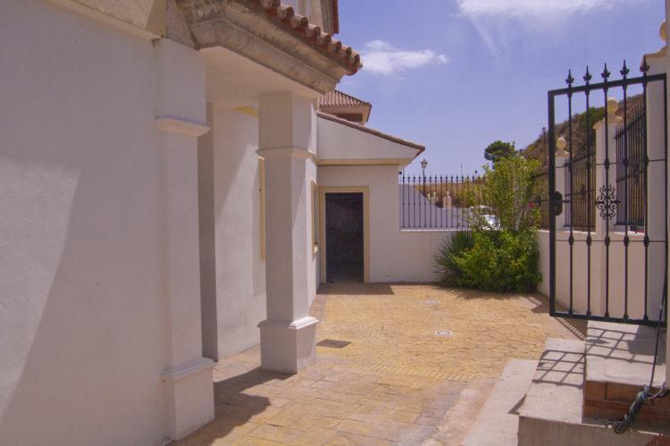 Golf villa for sale in La Cala de Mijas